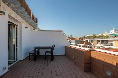 A balcony or terrace at Penthouse with terrace in Guindalera