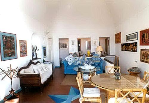 A seating area at Positano Villa Sleeps 4 Air Con WiFi