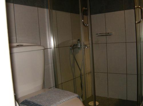 A bathroom at Smaragdi