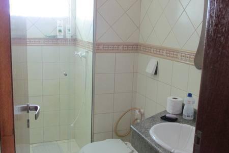 Un baño de Gregoleti Canasvieiras. 1 quarto