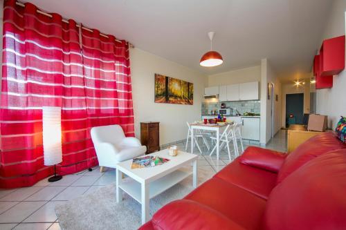 Ein Sitzbereich in der Unterkunft Pazzallo Apartment Sleeps 3