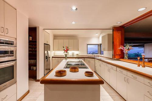A kitchen or kitchenette at Mauna Kea Fairways North #16 by South Kohala Management