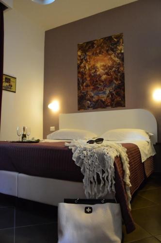 A bed or beds in a room at Carafa Suite