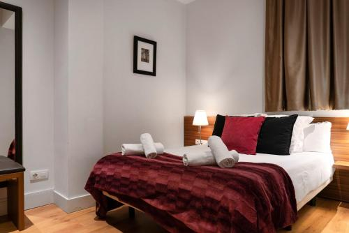 A bed or beds in a room at Dailyflats Gracia
