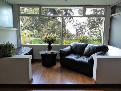 A seating area at Casa + Apartamento Vista Real zona 15