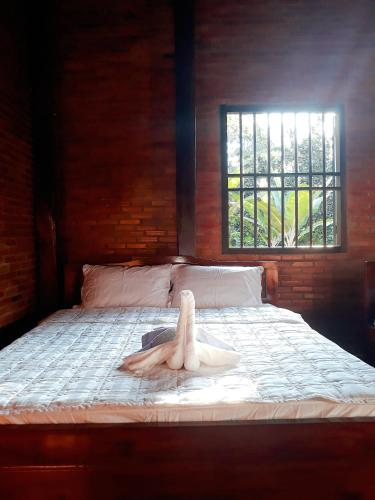 A bed or beds in a room at Cat Tien Farmer Lodge