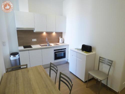 A kitchen or kitchenette at Cannes Croisette ALC 16 Commandant Vidal