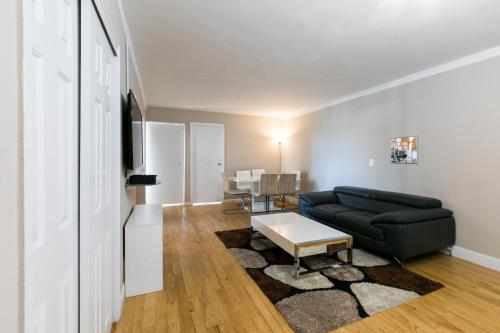 A seating area at Bloc Away From Central Park Three-Bedroom Apartment with Private Balcony