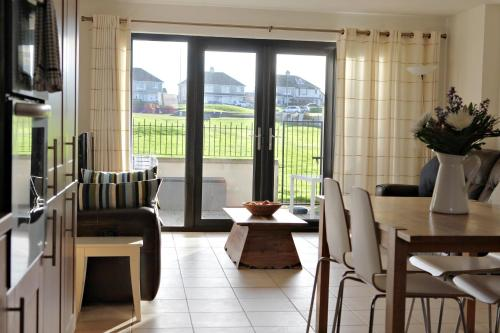 A seating area at Giants Causeway Holiday House