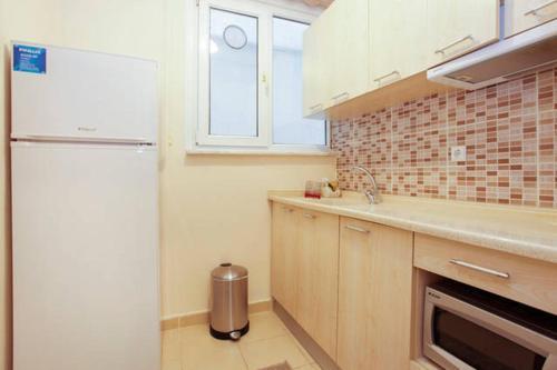 Кухня или мини-кухня в Berce Apartments
