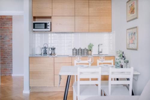 A kitchen or kitchenette at APARTEL Plac Unii Lubelskiej