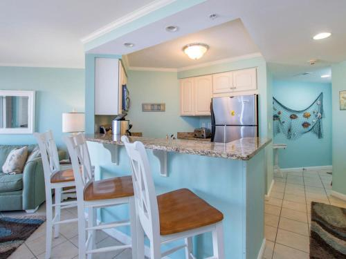 A kitchen or kitchenette at Makai 315 Bay View