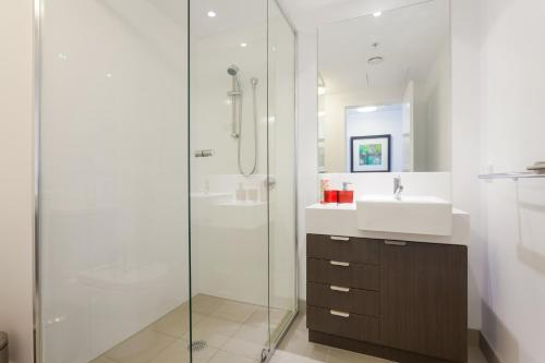 A bathroom at Keeping Cool on Connor - Executive 2BR Fortitude Valley apartment with pool and views