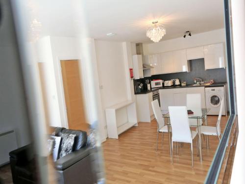 A kitchen or kitchenette at Aberdeen ApartHotel