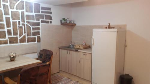 A kitchen or kitchenette at fortuna