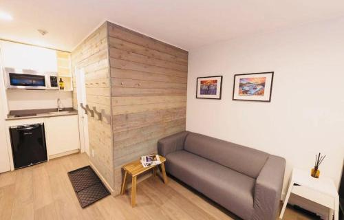 A seating area at Whistler Lake Placid Apartment
