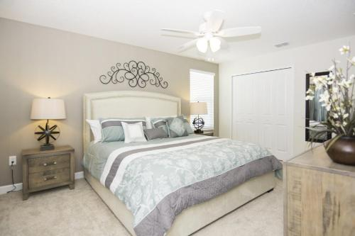 A bed or beds in a room at Dream Vacation Home Close to Disney SL4788