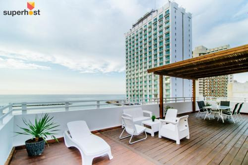 A balcony or terrace at ★ SeaPenthouse/TLV-Beach/80M²Roof/PrivateParking ★