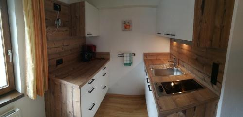 A kitchen or kitchenette at Haus Jägerheim