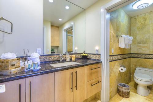 A bathroom at Kaanapali Alii 456 Condo