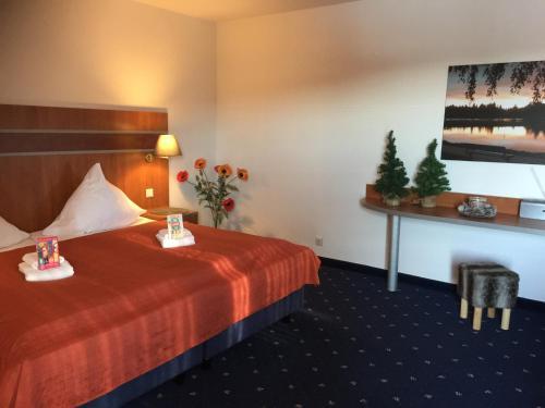 Ein Bett oder Betten in einem Zimmer der Unterkunft Seesicht Appartements am Kranichsee