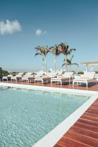 The swimming pool at or close to Antera Hotel & Residences
