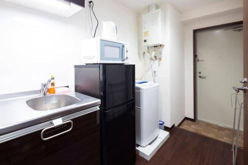 Een keuken of kitchenette bij FF260 10mins to sta 5mins to Ikebukuro 4ppl wifi