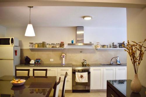 Una cocina o kitchenette en Chalet en zona Güemes