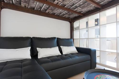 A seating area at In Bed with Lisbon 5N
