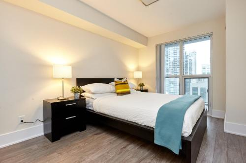 A bed or beds in a room at Atlas Suites - CN Tower & Convention Centre Toronto