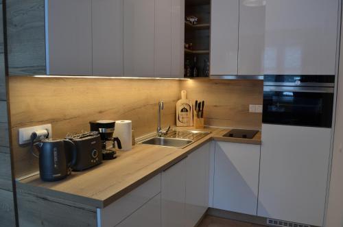 Kuchyňa alebo kuchynka v ubytovaní Apartmán Mateo Jasná