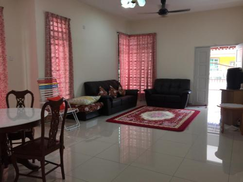 A seating area at Homestay Kak Maz