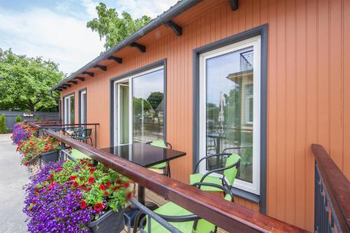 Rõdu või terrass majutusasutuses Embrace Guestrooms & Apartments