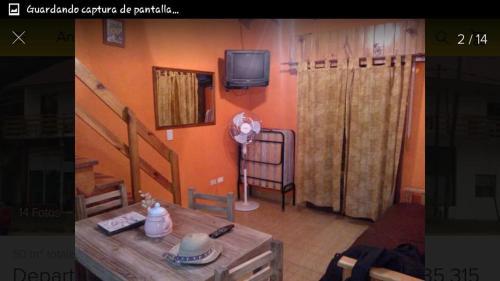 Una televisión o centro de entretenimiento en Nueve Sol
