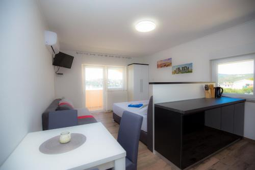 A kitchen or kitchenette at Apartments Bonita