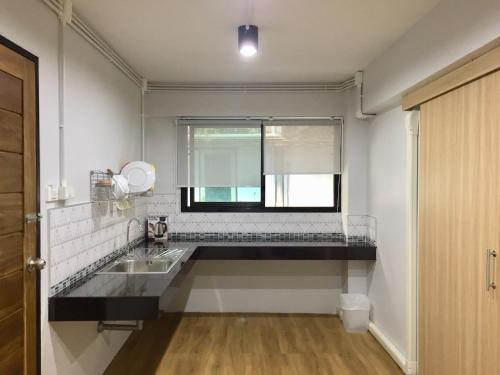 A kitchen or kitchenette at Hello House
