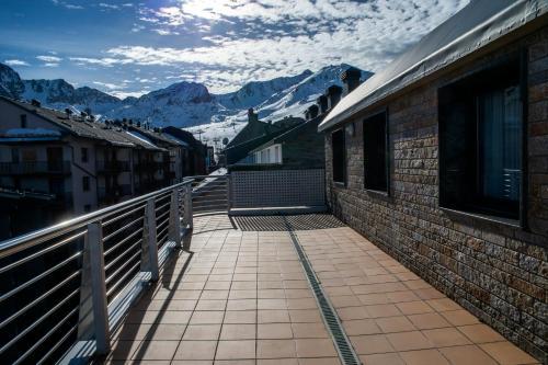 A balcony or terrace at Pierre & Vacances Andorra Pas de la Casa Alaska