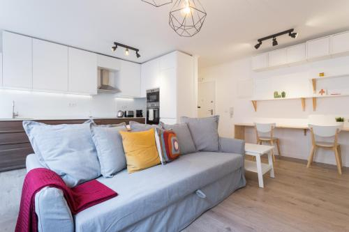 A seating area at Feels Like Home Charming Flat near Lisbon Zoo