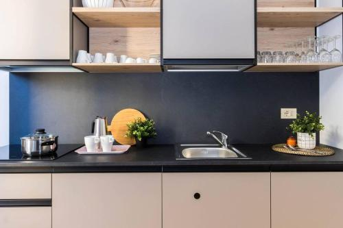 A kitchen or kitchenette at Hintown Zenale Apartment