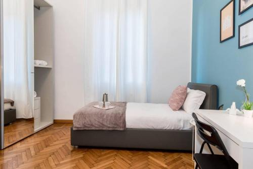 A bed or beds in a room at Hintown Zenale Apartment