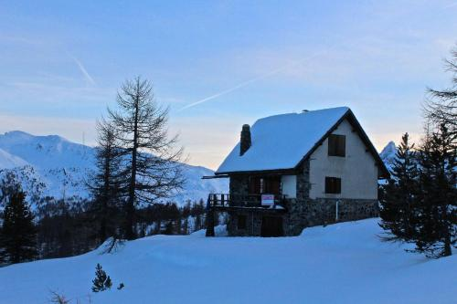 Chalet sulle piste da sci in zona esclusiva during the winter