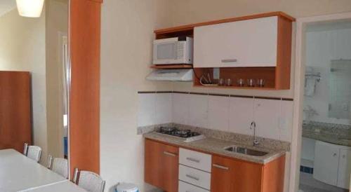 A kitchen or kitchenette at Flat Rio Quente Serra Park (Propriedade Particular)