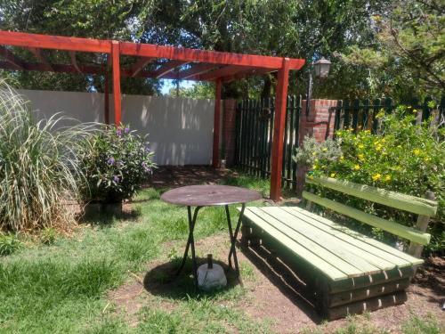 """Un jardín fuera de """"Zahra Depto"""""""