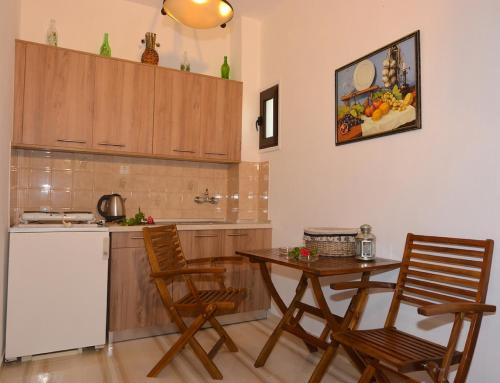 A kitchen or kitchenette at Alexandra Apartments
