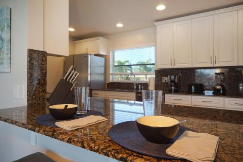 A kitchen or kitchenette at Majestic Palms