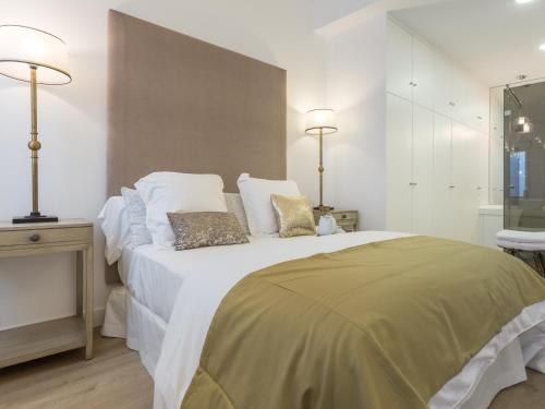 A bed or beds in a room at Postigo de san antonio