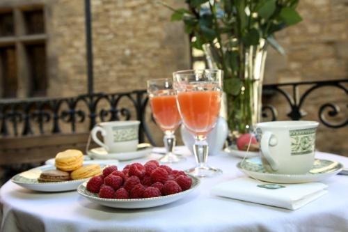 Options de petit-déjeuner proposées aux clients de l'établissement In Sarlat Luxury Rentals, Medieval Center - Maison Fénelon