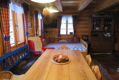 Jídelna v chatě