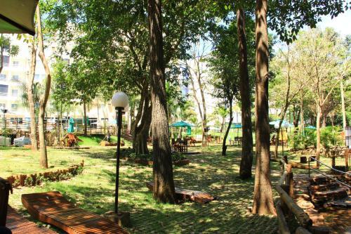 A garden outside Residencial Thermas Paradise
