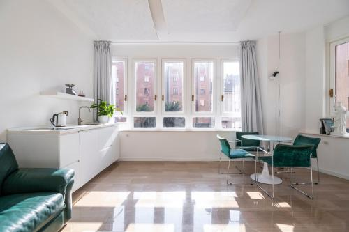 A seating area at NEW - Beautiful apartment in a perfect location